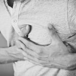 effectuer un massage cardiaque avec l'assistance d'un défébrillateur